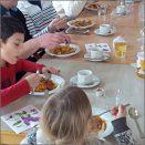 Das Nachbarhaus in Niendorf-Nord / Mit dem Kochtopf um die Welt